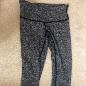 Black and white lululemon leggings